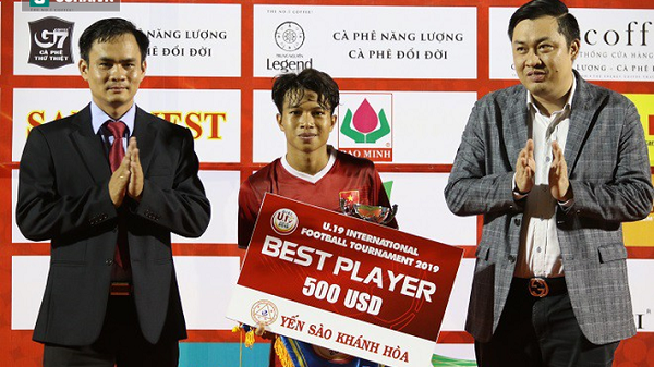 Đưa U19 Việt Nam lên ngôi, Xuân Tạo - cầu thủ Hải Dương nhận liền 5 giải thưởng