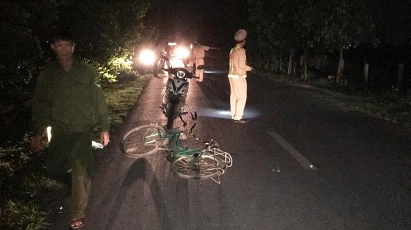 Va chạm với xe máy, người đi xe đạp tử vong