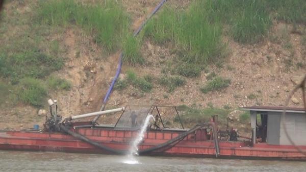 Huyện Văn Yên, Yên Bái: Cát tặc ngang nhiên hoạt động giữa ban ngày