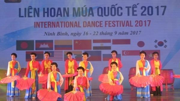 """Tưng bừng Lễ khai mạc """"Liên hoan Múa quốc tế - 2017"""" tại Ninh Binh"""