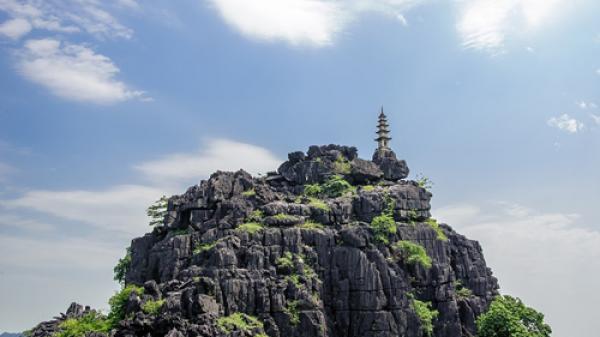 Tha hồ chụp ảnh, ngắm trọn Ninh Bình khi đặt chân đến ngọn núi Múa
