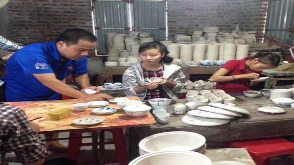 Nghệ nhân Ninh Bình thổi lửa lò gốm cổ đã nguội tắt 3.000 năm