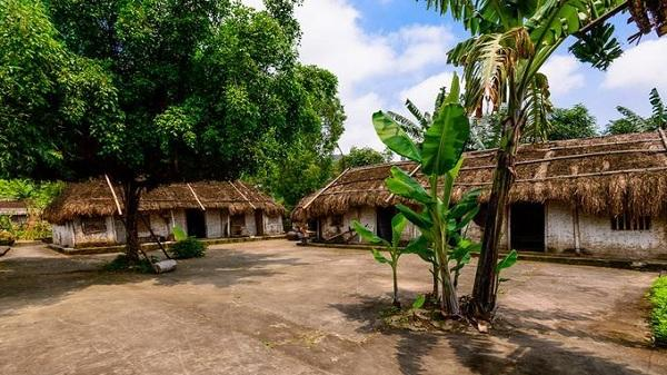 Nhà chị Dậu giữa không gian làng cổ Ninh Bình