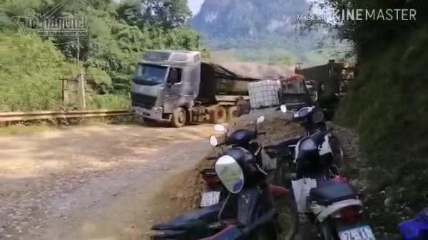 CLIP: CSGT về ăn cơm, xe quá tải lại chạy phá quốc lộ ở Lào Cai