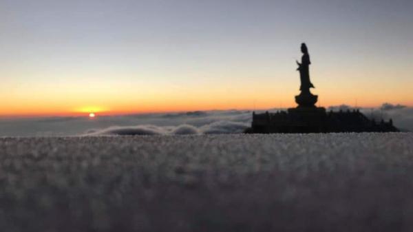 Khoảnh khắc đẹp trên đỉnh Fansipan (Lào Cai) ngày băng tuyết phủ