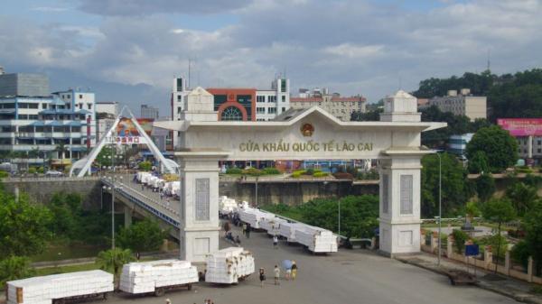Từ ngày 1/1/2020, cấm các phương tiện giao thông qua cửa khẩu Quốc tế Lào Cai - Hà Khẩu