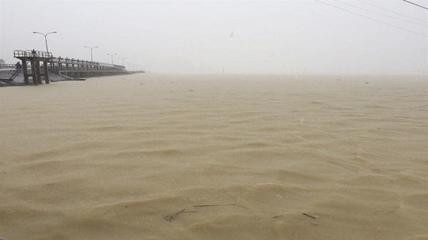 [Tin mới nhất về mưa lũ tại Ninh Bình]:  Nhiều nơi chìm trong biển nước