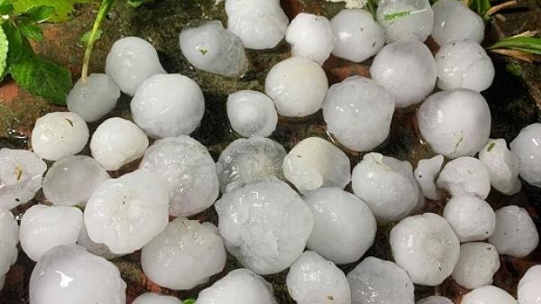 Đầu năm mưa đá to như quả trứng gà, hàng nghìn nhà thiệt hại