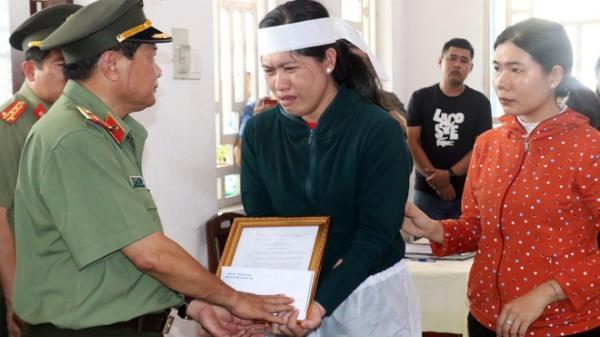 Thăng quân hàm cho đại úy công an hy sinh chiều 30 Tết