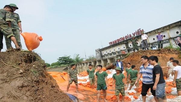 Ninh Bình: Hơn 700 cán bộ chiến sĩ tham gia khắc phục sự cố trạm bơm Gia Viễn