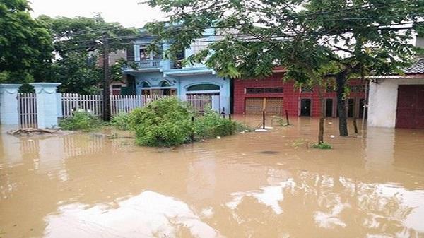 Nhiều học sinh Ninh Bình được nghỉ học để khắc phục hậu quả lũ lụt