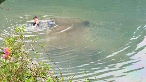 Lạng Sơn: Ô tô chìm nghỉm dưới sông, nữ tài xế tử vong trên ghế lái