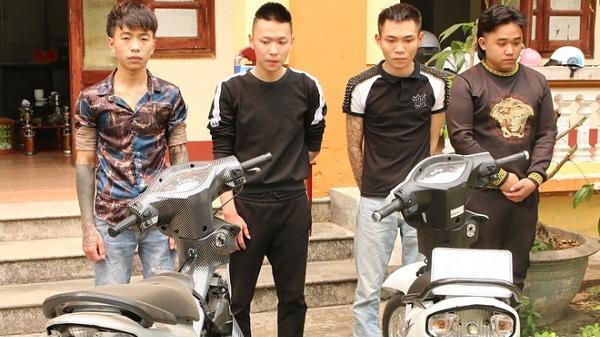 4 thanh niên quay clip bốc đầu, đốt pháo sáng để câu like