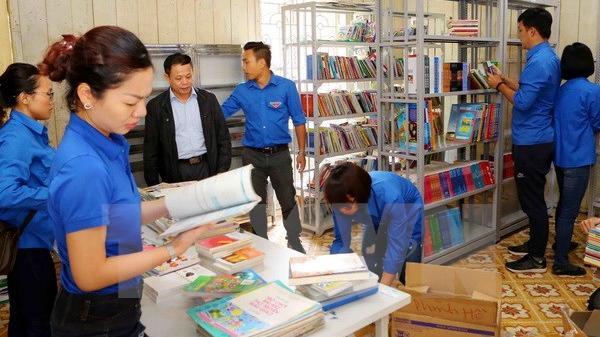 Trao ''Tủ sách Đinh Hữu Dư'' tặng học sinh vùng cao Yên Bái