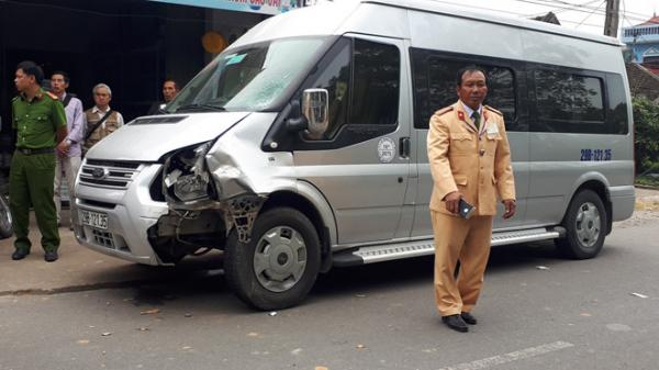 Người đàn ông đi xe máy mang biển kiểm soát Ninh Bình tử vong sau cú tông đối đầu ôtô khách