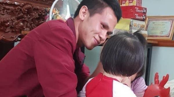 """Rưng rưng khoảnh khắc bé gái rơi lầu 12 lần đầu gặp mặt anh Nguyễn Ngọc Mạnh: """"Con chào bố Mạnh, con cảm ơn bố"""""""
