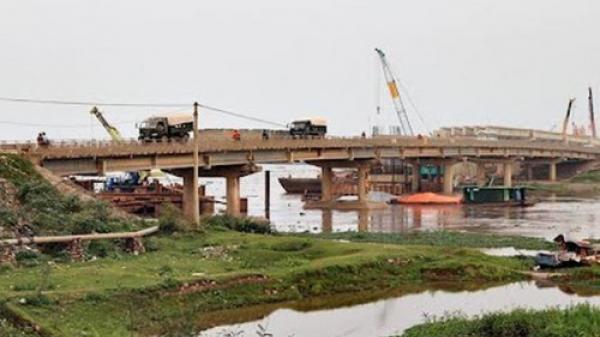"""Ninh Bình: Nhảy sông khi thấy công an, 1 """"con bạc"""" tử vong"""