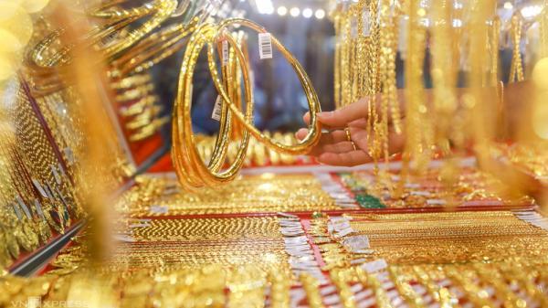 """Giá vàng hôm nay 31-3: Tiếp tục rơi thẳng đứng do """"lép vế"""" trước USD, trái phiếu Mỹ"""