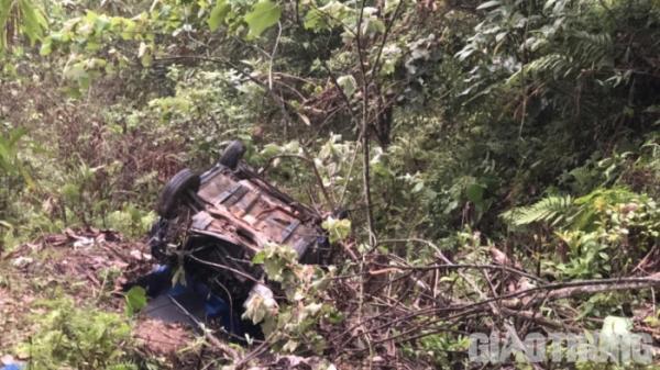 Tây Bắc: Xe taxi lao xuống vực 1 người chết và 3 người bị thương