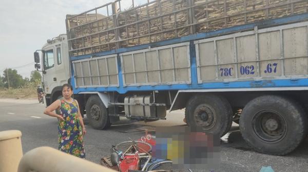 Người phụ nữ bán rau dạo bị xe tải tông chết thảm, bỏ lại mẹ già 95 tuổi