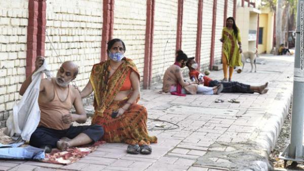 """Bi kịch nối tiếp bi kịch: Bệnh viện giữa """"địa ngục Covid"""" Ấn Độ đang trở nên quá kinh khủng, bệnh nhân phải cầu xin để thoát ra càng sớm càng tốt"""