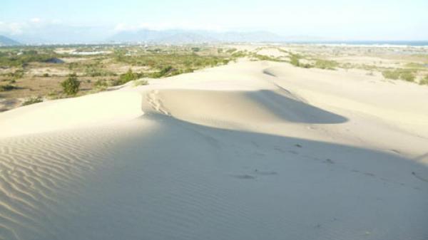 Sa mạc cát Nam Cương hút hồn du khách