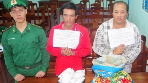 Ninh Thuận: Bắt 2 đối tượng vận chuyển 16 kg thuốc nổ