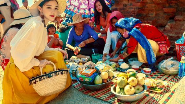 """Ninh Thuận: Loạt ảnh rực rỡ trong lễ hội khiến dân tình xuýt xoa, nhưng nhan sắc nữ chính mới là điều """"hút like"""" nhất"""