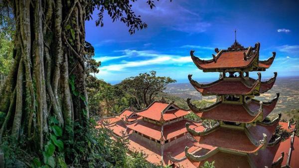 Ngọn núi thiêng ở Bình Thuận gắn với huyền tích chữa bệnh cho hoàng thái hậu