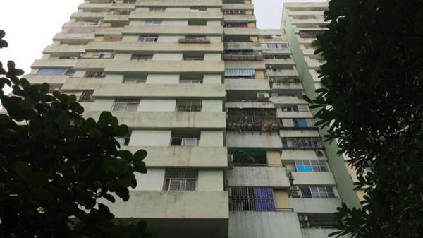 Bé trai 5 tuổi rơi từ tầng 7 chung cư