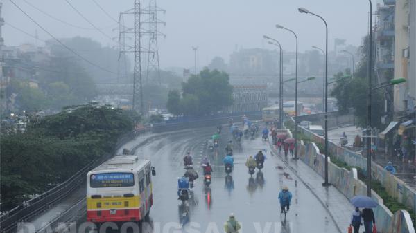 Từ Đà Nẵng đến Bình Thuận và Nam Bộ có mưa rào và dông, đề phòng lốc, sét và gió giật mạnh