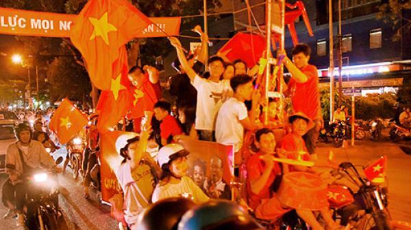 Phan Thiết rợp cờ hoa mừng đội tuyển Việt Nam vào chung kết