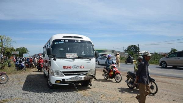 T.hi t.hể 2 thanh niên bị c.háy sau khi xe máy đối đầu xe khách biển số Ninh Thuận