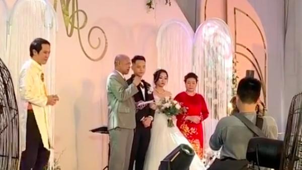 """Đứng ngồi không yên với quà cưới """"siêu to khổng lồ"""" của ông bố vợ: Sổ tiết kiệm 2 tỷ, có cả căn nhà mặt phố 200m2 full nội thất ở Hà Nội"""