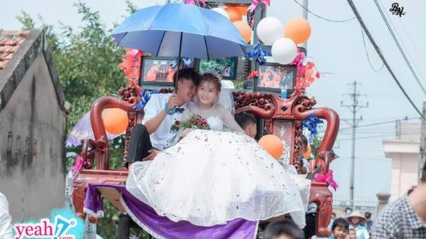 """Màn rước dâu sáng tạo cực đỉnh khiến cả phố ai cũng phải ngoái nhìn vì độ """"bá đạo"""" của cô dâu chú rể"""