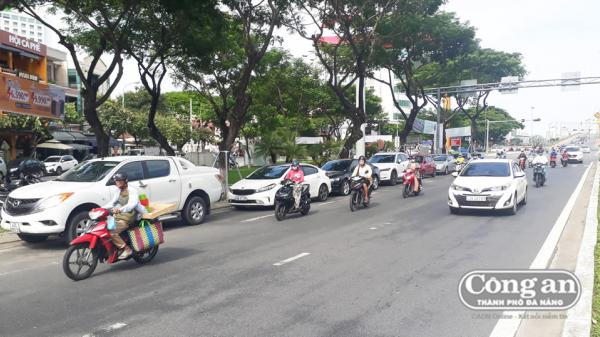 Đà Nẵng: Sẽ cấm đậu đỗ ô-tô trên đường Nguyễn Văn Linh