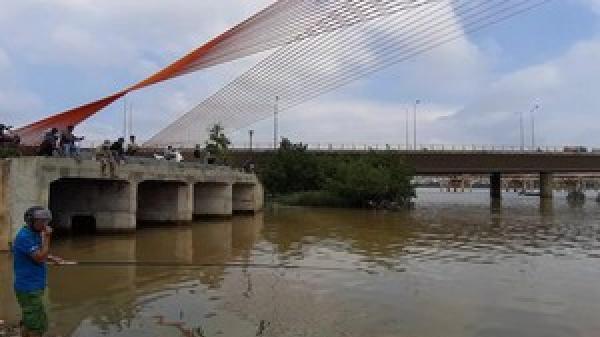 Nguyên nhân nước thải đen ngòm bốc mùi tuồn ra sông Hàn