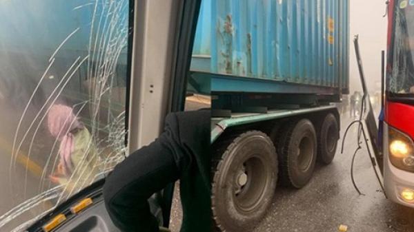 Thực hư câu chuyện tài xế cho xe khách mất phanh tựa vào hông container khi đổ đèo, cứu 20 người thoát cửa tử