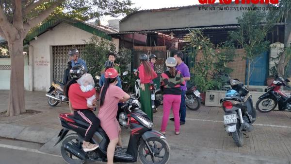 """Phụ huynh """"vây"""" cơ sở dạy kèm miệt thị, đ.ánh dã man học sinh ở Ninh Thuận"""