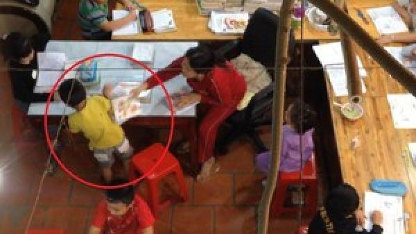 """Vụ học sinh bị đánh đập, miệt thị trong một lớp dạy kèm tại Ninh Thuận: Phụ huynh """"vây"""" cơ sở"""