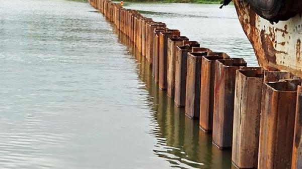 Đà Nẵng: Dựng xong đập tạm trên sông Cẩm Lệ ngăn xâm nhập mặn dịp Tết