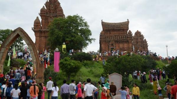 Ninh Thuận công bố lễ hội Katê và nghệ thuật chế tác gốm chăm là Di sản văn hóa phi vật thể Quôc gia