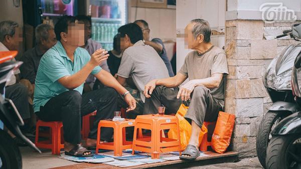 Đang cách ly tại nhà vì từ Đà Nẵng trở về, một người ở quận Tân Phú (TP.HCM) bỏ ra ngoài đi cafe với bạn