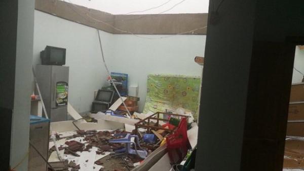 Thiệt hại đầu tiên do bão số 12: Nhiều người chết và mất tích, hàng loạt nhà tốc mái