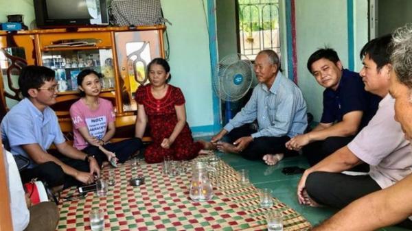 Cơ sở bánh Như Lan hỗ trợ 50 triệu đồng cho Hoàng Linh ở Ninh Thuận