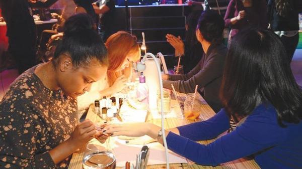 Lời kể của các thợ nail khi về thăm quê hương