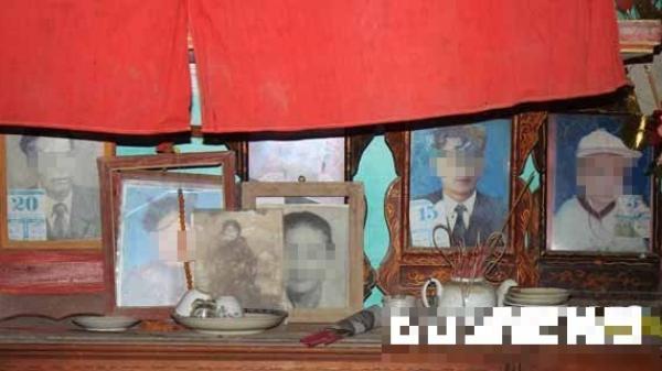 Ngôi nhà ch ết ch óc bí ẩn ở Thái Bình: Đại tang trong lễ cúng trăm ngày