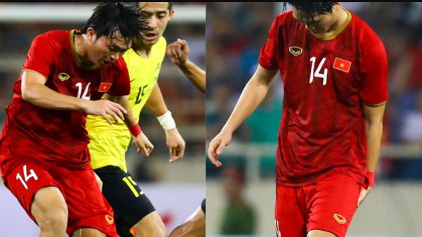 Không ngại va chạm, tiền vệ Tuấn Anh quê Thái Bình nén đau di chuyển khi đàn em ghi bàn làm triệu fans xót xa