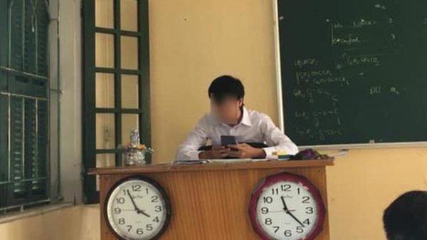 Lớp học chịu chơi treo hẳn 3 chiếc đồng hồ, tới khi chính chủ tiết lộ mục đích sâu xa ai nấy không nhịn được cười