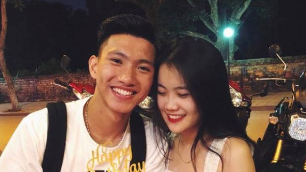 Văn Hậu tranh thủ hẹn hò cùng bạn gái quê Thái Bình, Tiến Dũng ngán ngẩm vì bạn thân đi uống cafe mà chỉ nhìn điện thoại